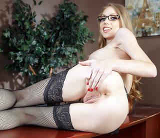 La chica más hermosa del mundo desnuda.