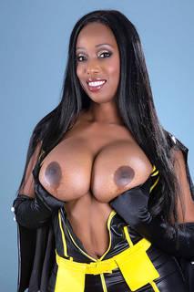 Les plus belles filles nues d'ébène du monde.